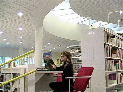 Mozart reads in library